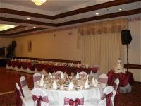 1082288-19115679-ballroom.full