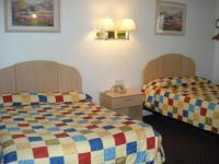 1095146-24652355-guest-room.full