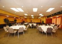 1090371-23168350-ballroom.full