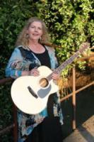 photo of Lezlie Botkin, Singer/Guitarist
