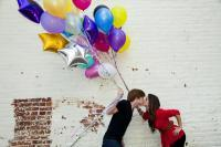 Cute_kiss_with_balloons.full