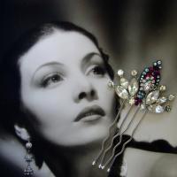 Ohfaro_recyled_vintage_rhinestone_jewlery_wedding_hair_comb_bridal_accessory.full