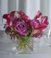 Flowerpetal.com-purple-calla-lily-low-centerpiece.full