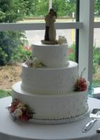 Roys-bakery-wedding-cake-classic-white-round-three-tier.full
