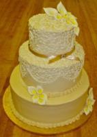 Yellow_viera_wedding_cake.full