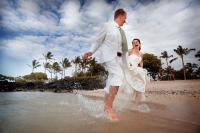 couple_running_hawaii_big_island_beach_hilton.jpg
