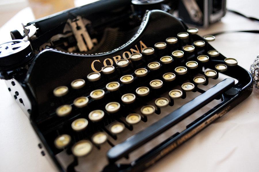 Vintage-typewriter-for-mad-men-wedding.full