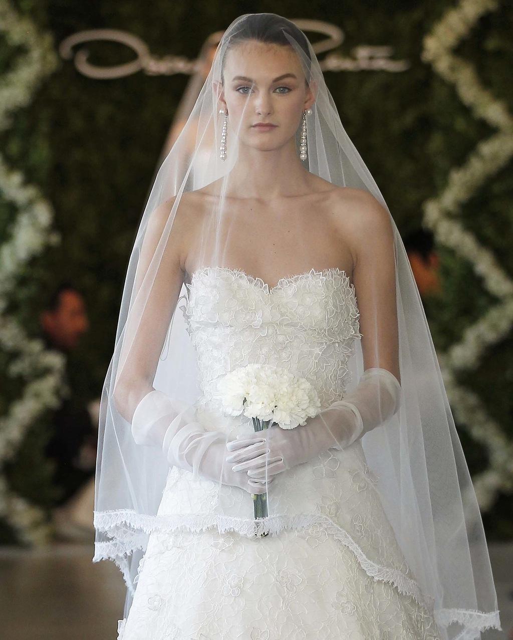 Gorgeous-lace-wedding-dress-oscar-de-la-renta-spring-2013.full