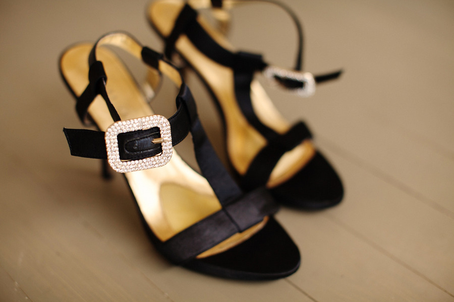 Rustic-elegant-real-wedding-outdoor-wedding-ceremony-black-wedding-shoes.full