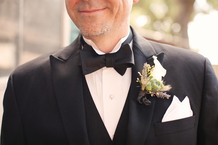 Rustic-elegant-real-wedding-outdoor-wedding-ceremony-black-tie-groom.full