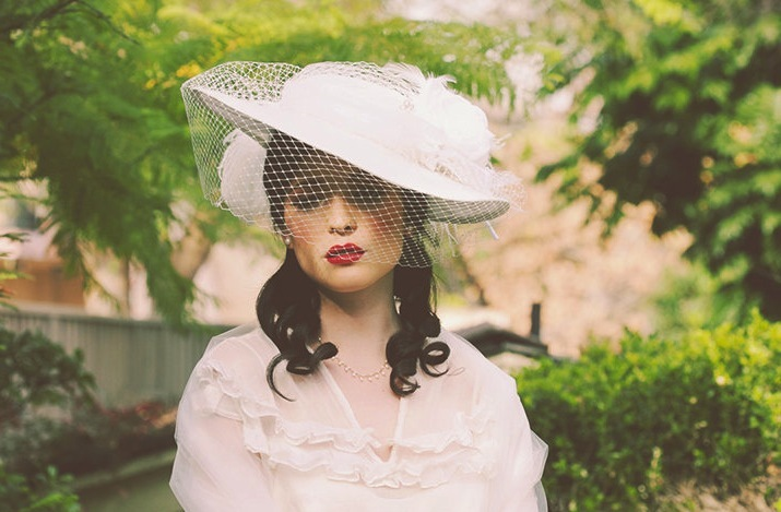Vintage-inspired-wedding-hat-haute-couture-bridal-style.full