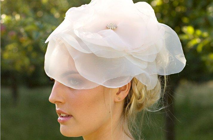 Romantic-wedding-hair-accessory-braided-wedding-hairstyle.full