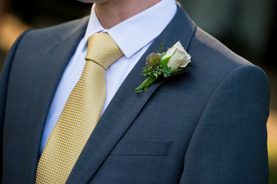 Classic-grooms-attire-grey-suit-rose-boutonniere.full