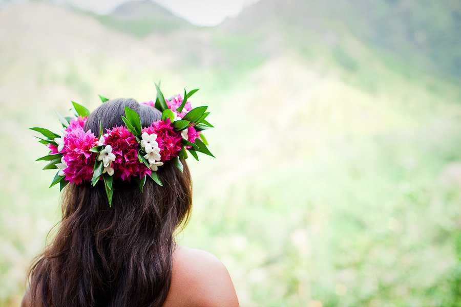 Romantic-bridal-style-floral-head-wreath-destination-weddings.full