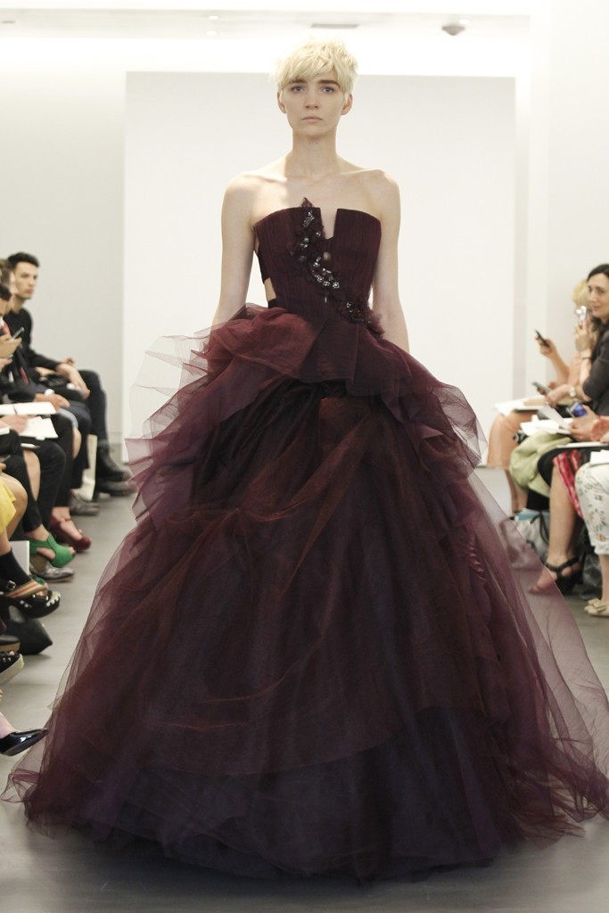 2013-wedding-dress-trend-two-tone-bridal-gowns-vera-wang-maroon-ballgown.full