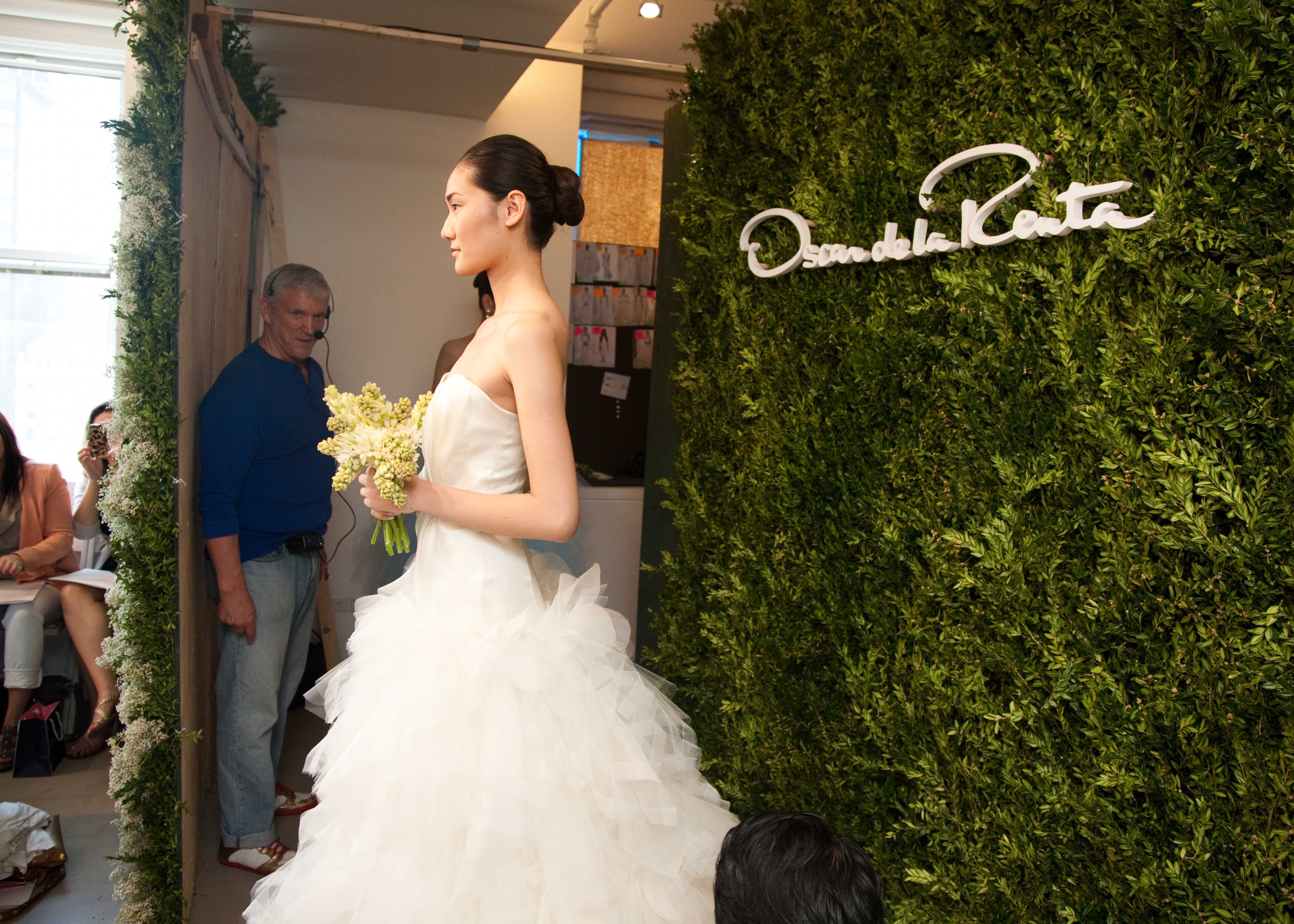 Bridal-beauty-inspiration-2013-wedding-dress-collections-oscar-de-la-renta-wedding-hair-ideas-buns-2.original