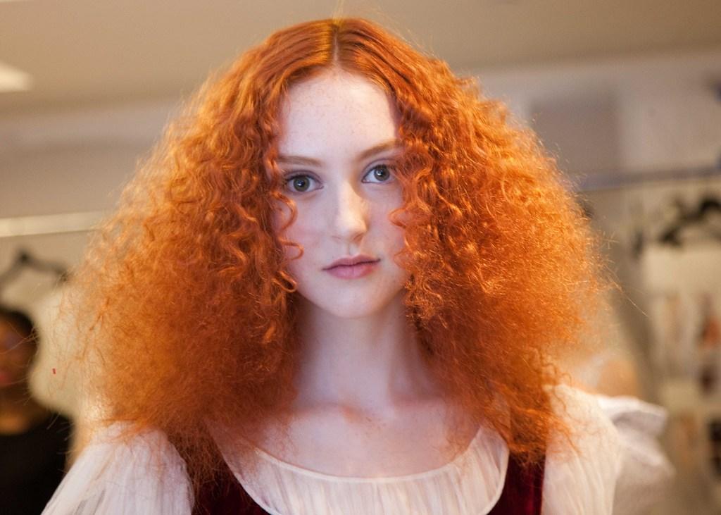 Bridal-beauty-inspiration-2013-wedding-dress-collections-oscar-de-la-renta-wedding-hair-ideas-redhead-bride-wild-hair.full