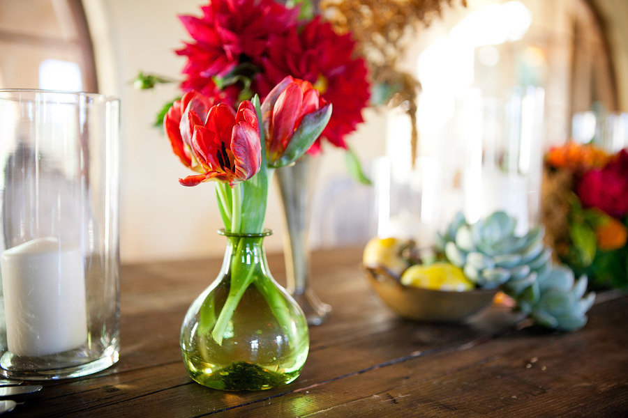 Bright-red-posies-wedding-flower-centerpieces.full