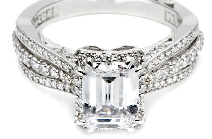 Angelina-jolie-engagement-ring-lookalikes-by-tacori-4.full