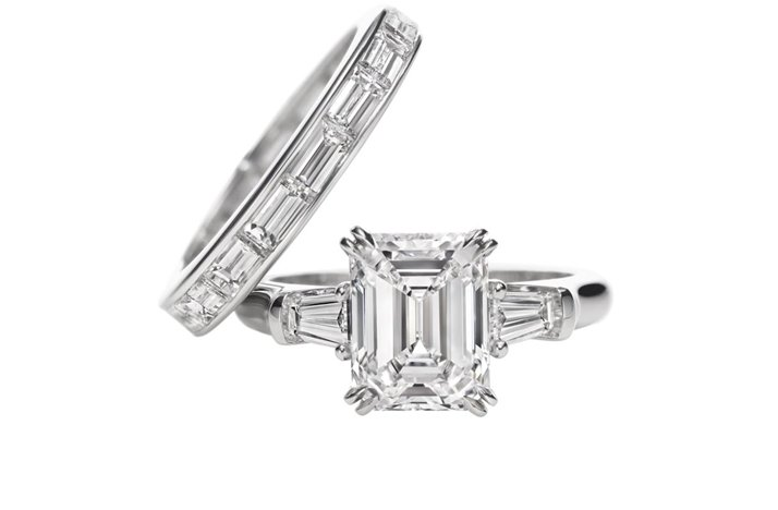 Angelina-jolie-engagement-ring-emerald-cut-diamond-engagement-rings-harry-winston.full