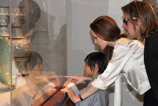 photo of angelina jolie brad pitt engaged