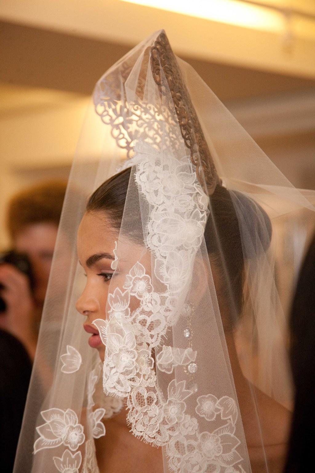 Spring-2013-wedding-dress-oscar-de-la-renta-bridal-gowns-lace-veil.full