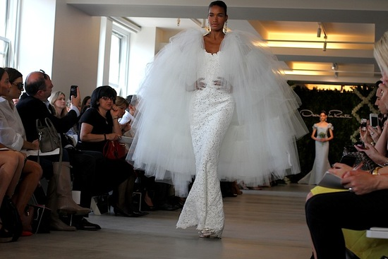 spring 2013 wedding dress Oscar de la Renta bridal gowns lace mermaid