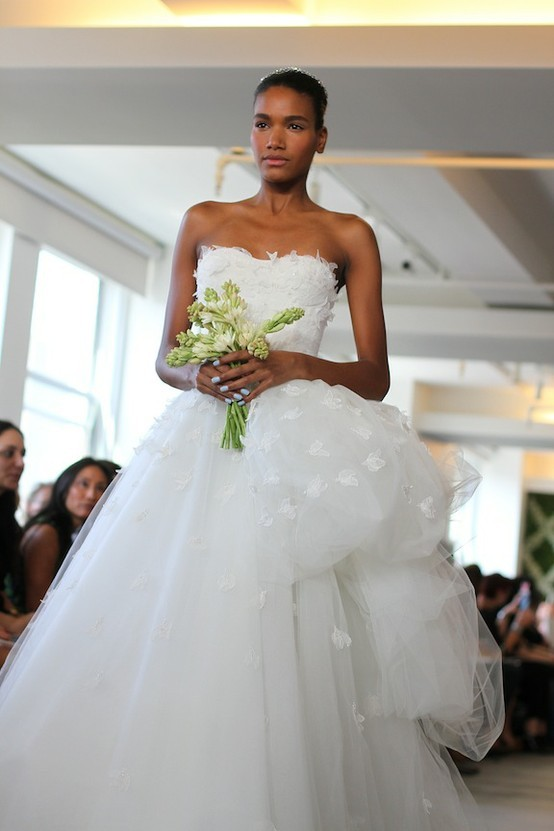 Spring-2013-wedding-dress-oscar-de-la-renta-bridal-gowns-4.full