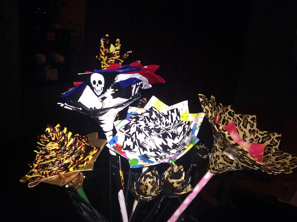 Offbeat-wedding-ideas-duct-tape-bridal-bouquet-wedding-flowers-2.full