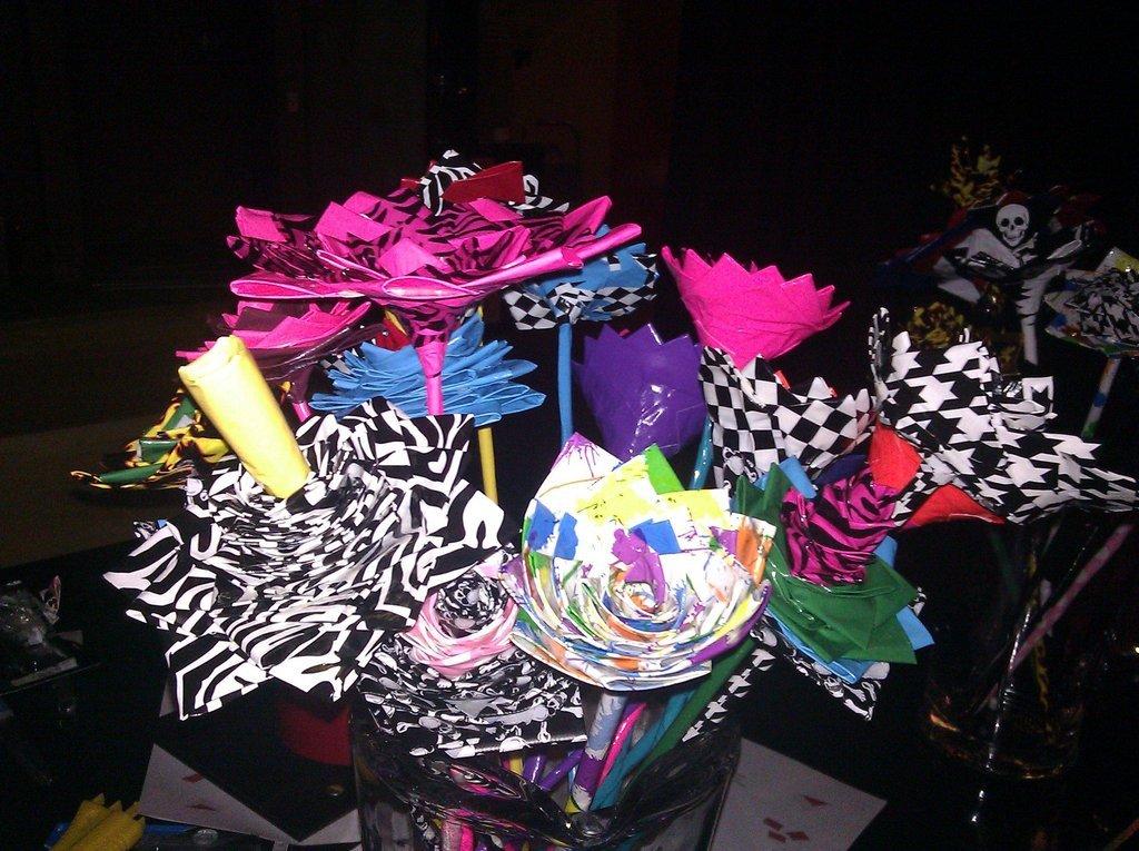 Offbeat-wedding-ideas-duct-tape-bridal-bouquet-wedding-flowers-1.full