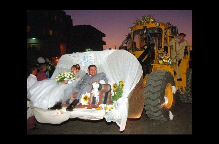 Wacky-wedding-photos-weird-crazy-weddings-friday-the-13th-construction-getaway.full