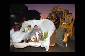 photo of wacky wedding photos weird crazy weddings friday the 13th construction getaway