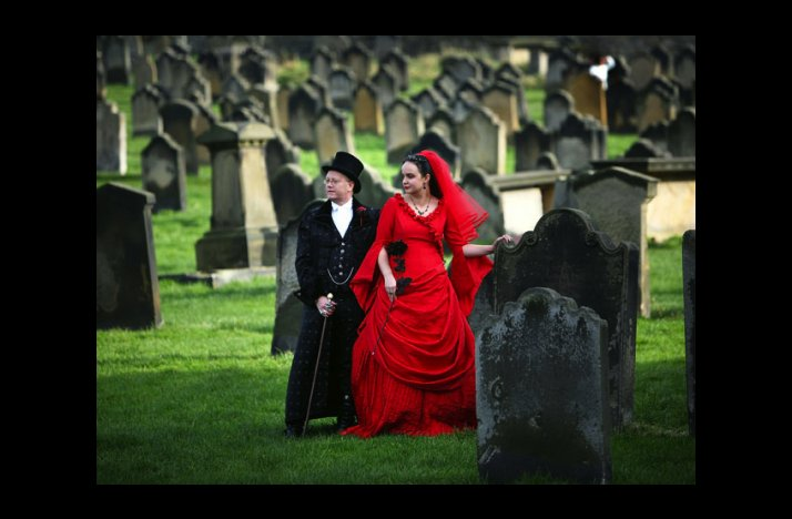 Wacky-wedding-photos-weird-crazy-weddings-friday-the-13th-cemetary-wedding.full