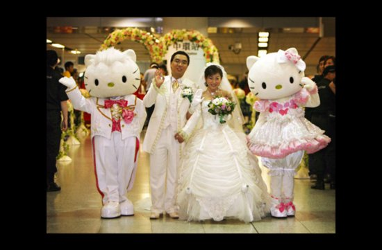 wacky wedding photos weird crazy weddings friday the 13th hello kitty wedding