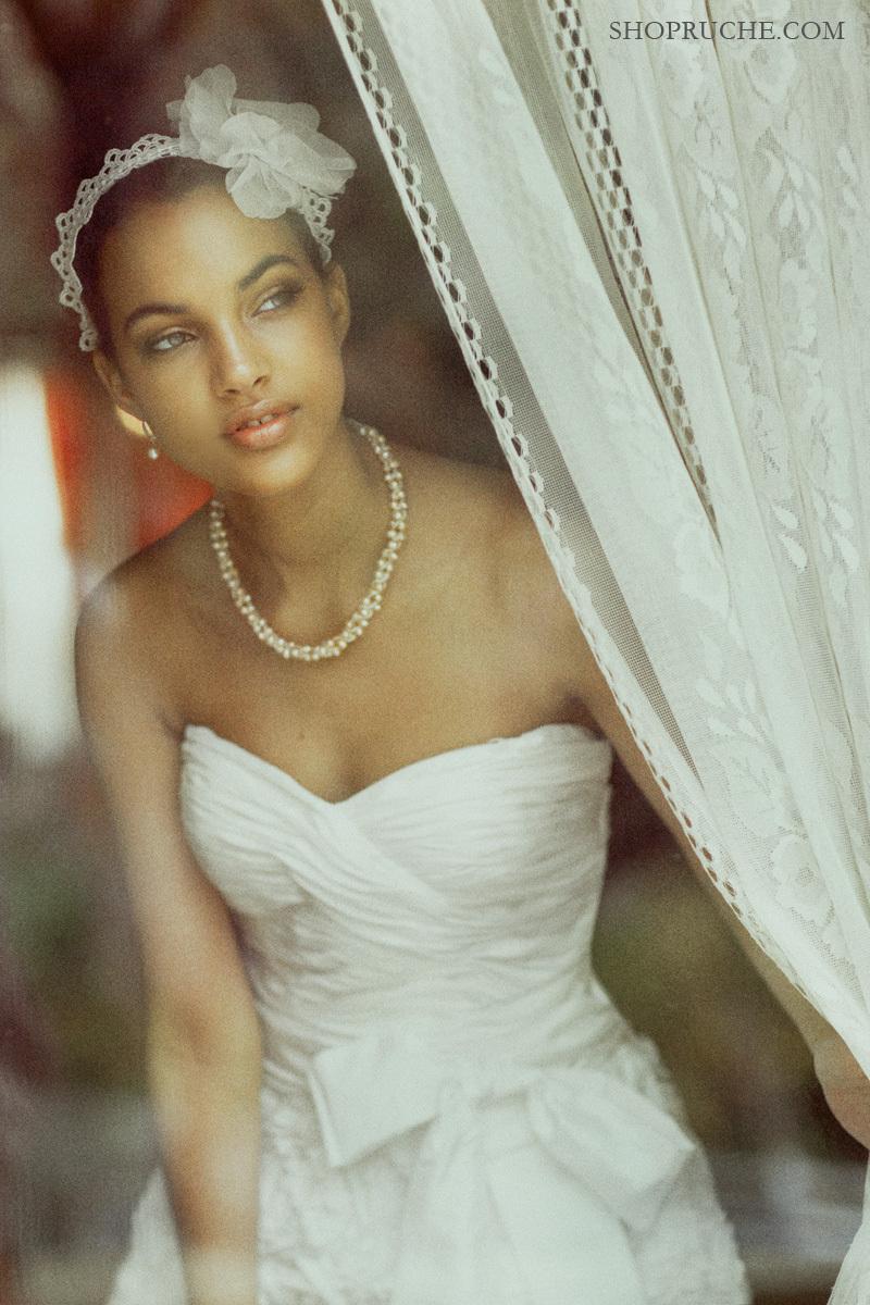 Romantic-bridal-headband-classic-wedding-style.full