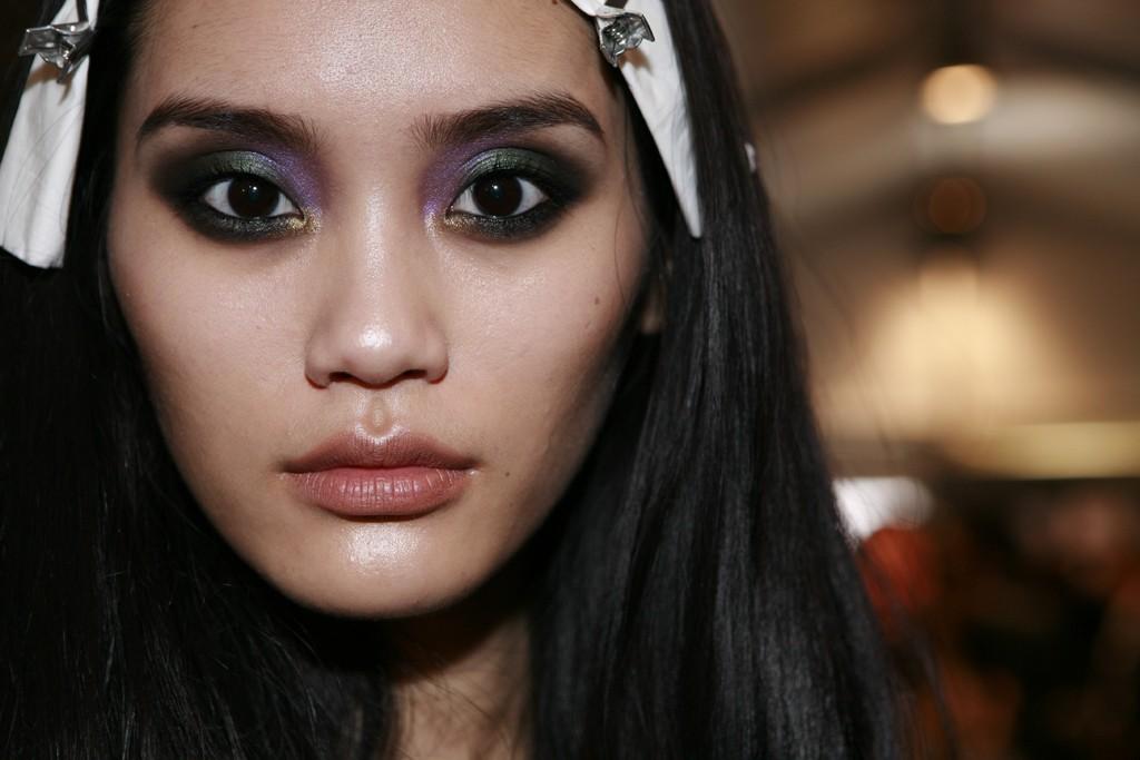 Bridal-beauty-trends-2012-peacock-eyes-bold-wedding-makeup-roberto-cavalli.full