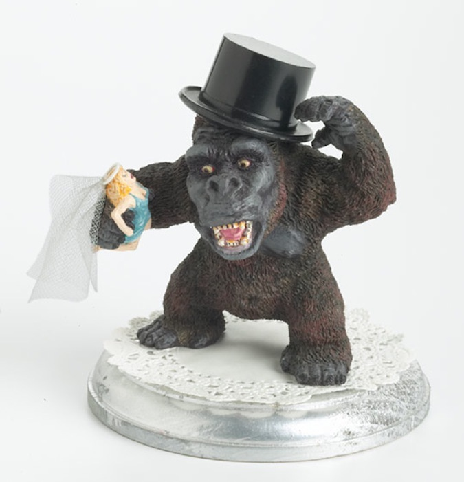 photo of king kong wedding cake topper