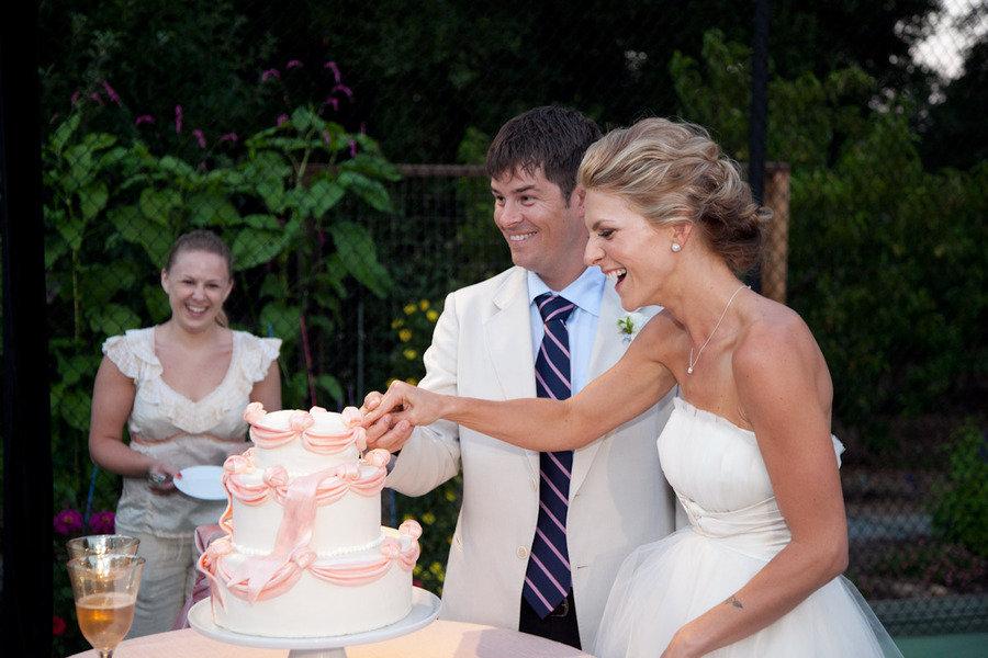 Bow-adorned-wedding-cake-bride-and-groom.full