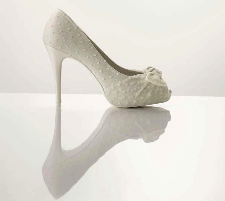 Polka-dots-and-bows-white-wedding-shoes.full
