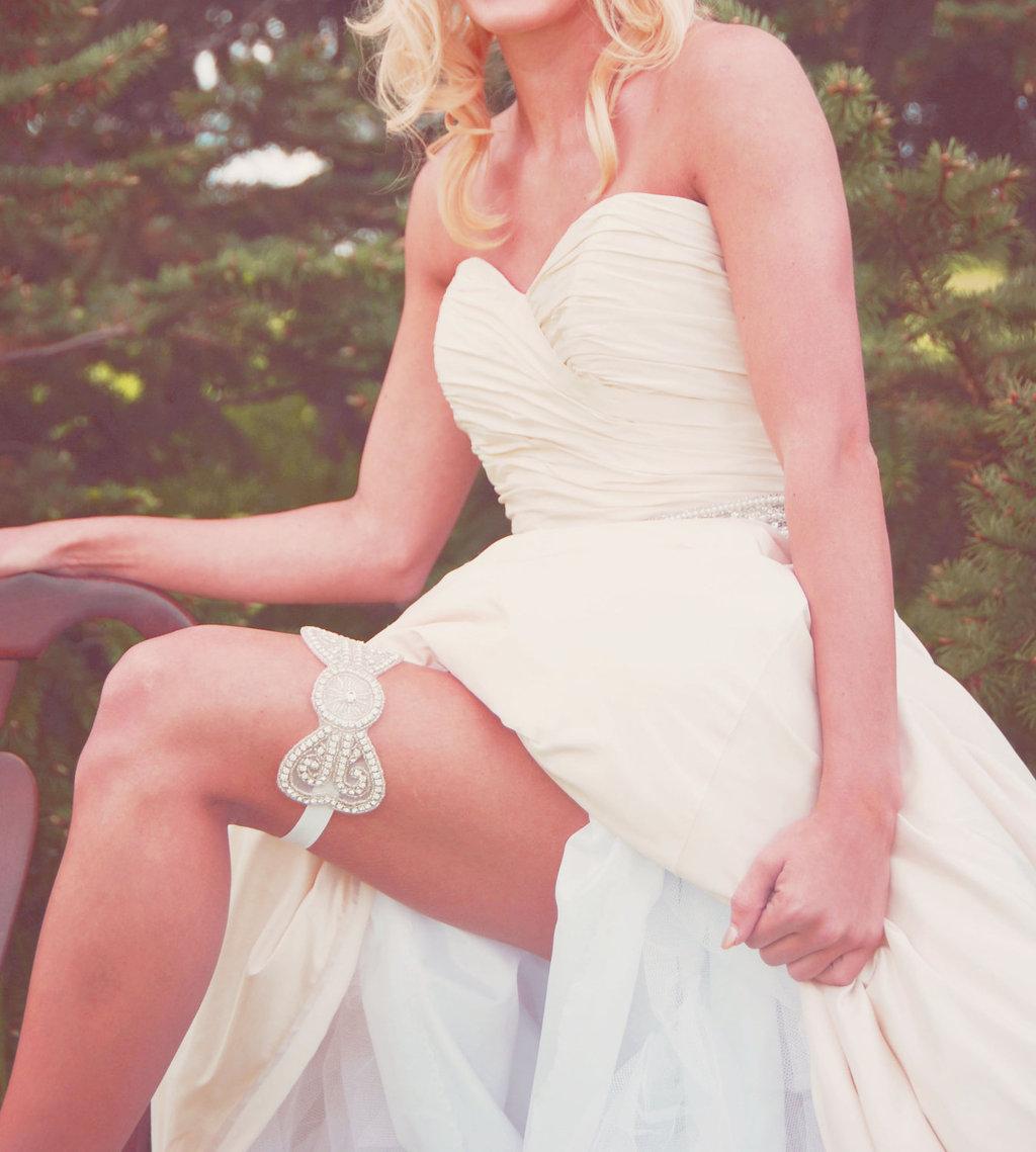 Beaded-bridal-garter-bow-design.full
