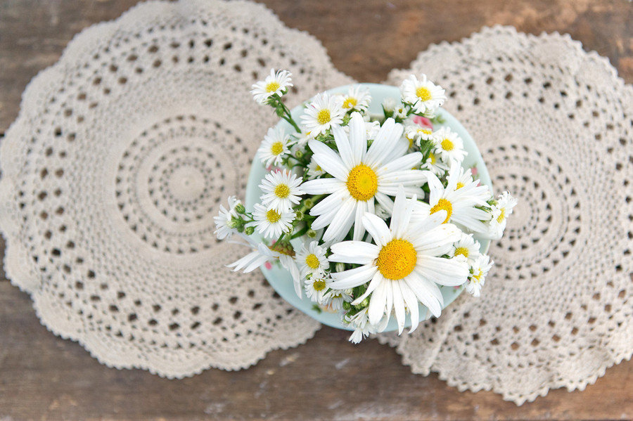 Wedding-diy-projects-vintage-lace-daisy-wedding-flowers.full