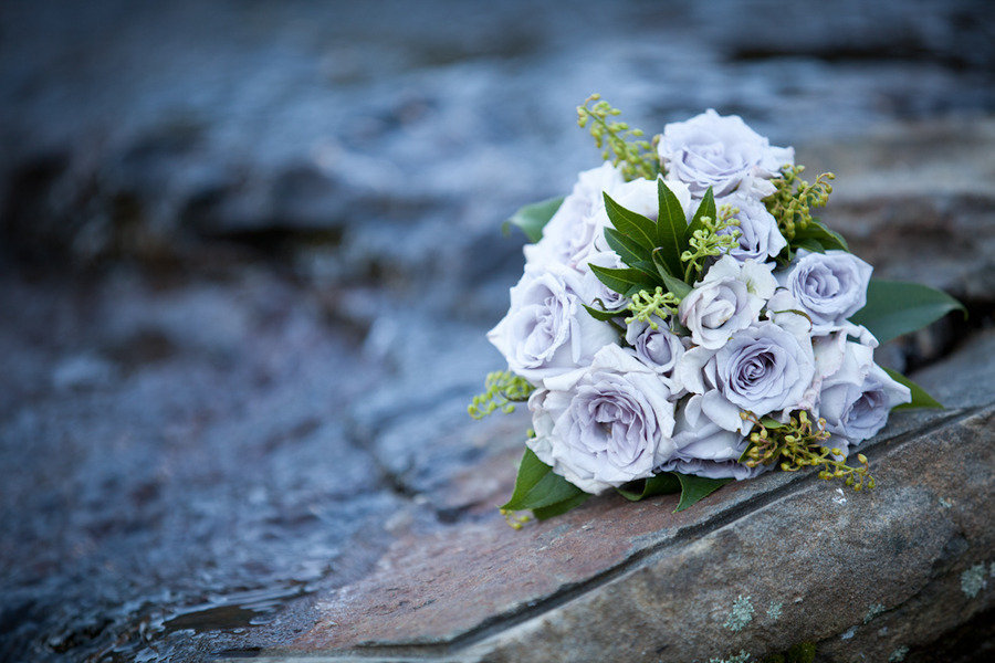 Light-periwinkle-bridal-bouquet-roses.full