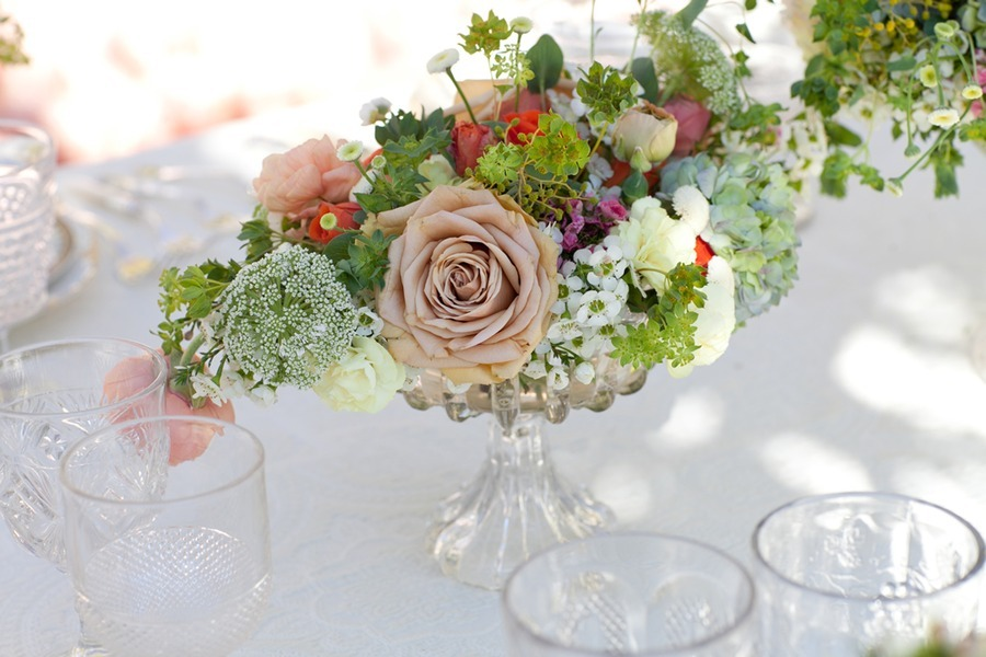 Spring-wedding-flowers-outdoor-wedding-reception-centerpiece-roses.full