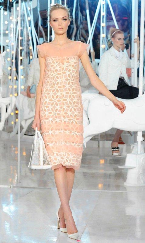 Peach-daisy-play-on-the-little-white-dress.full