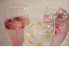 Best-wedding-reception-cocktails-signature-drinks-champagne-with-fruit-ice-cubes.square