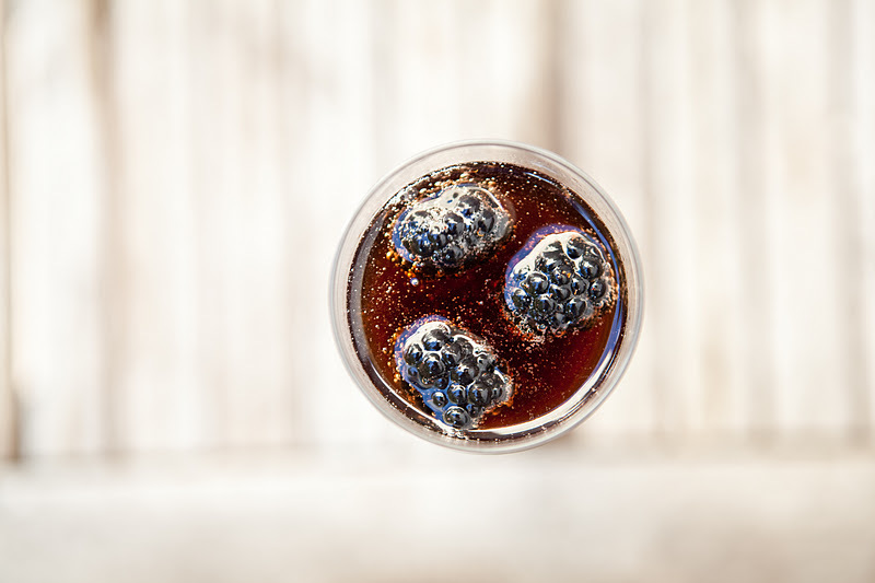 Fall-winter-wedding-ideas-signature-drinks-blackberries.full