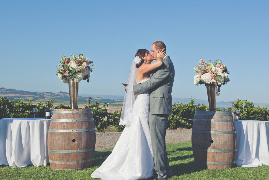 Romantic-winery-wedding-outdoor-wedding-venues-bride-groom-kiss.full