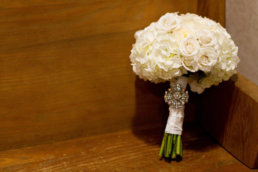 romantic winery wedding outdoor wedding venues ivory bridal bouquet