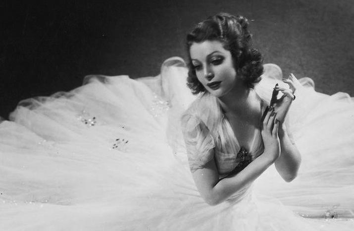 Vintage-brides-wedding-hair-makeup-inspiration-black-white-wedding-photos-10.full