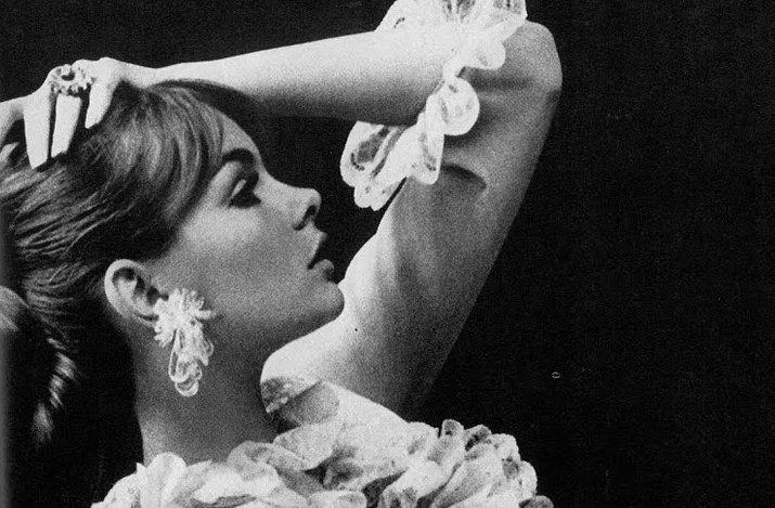 Vintage-brides-wedding-hair-makeup-inspiration-black-white-wedding-photos-5.full